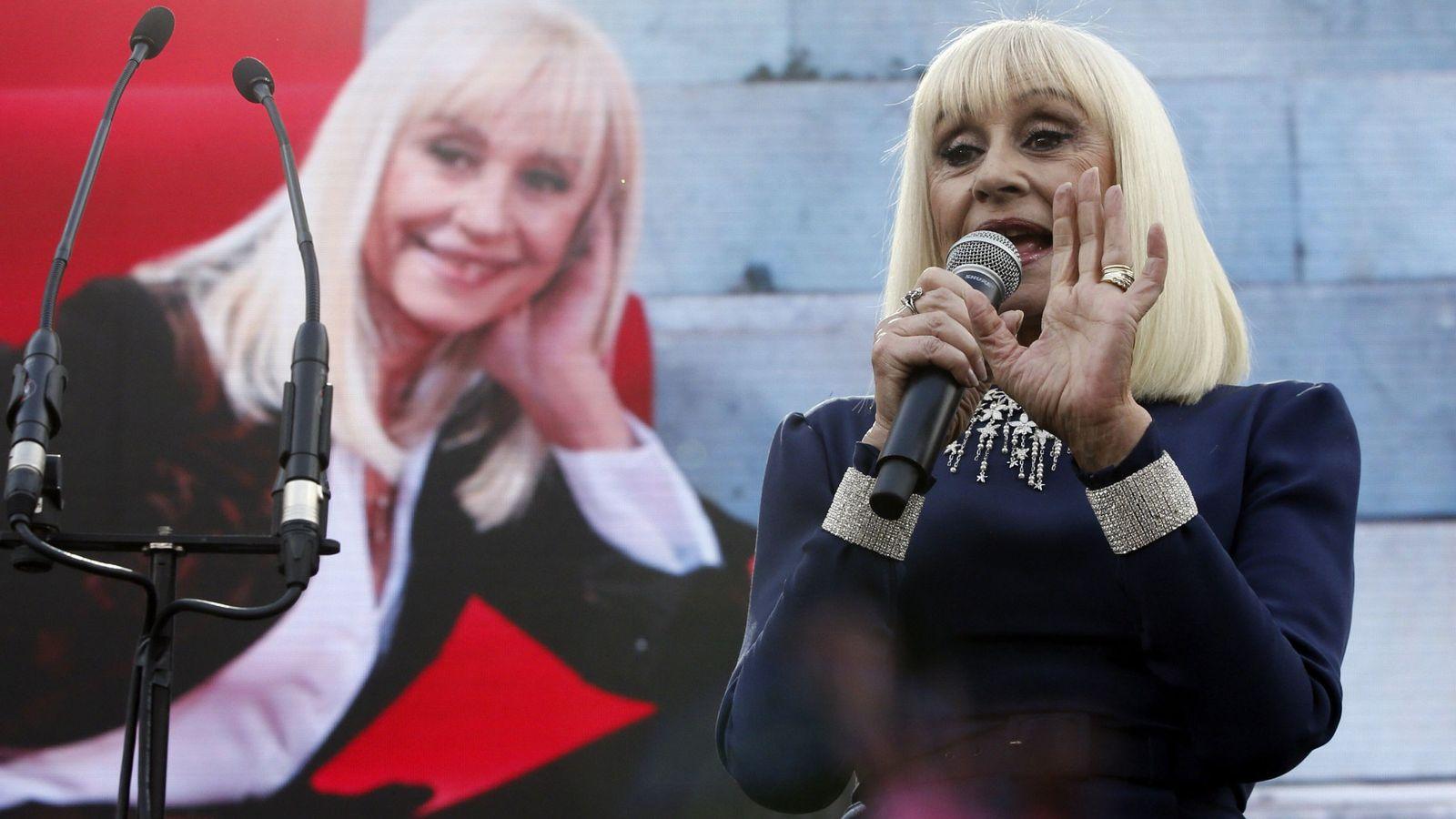 Foto:  La cantante Raffaella Carrà durante Passione Italia, la fiesta con la que el centro cultural Conde Duque celebró el Día Nacional de Italia en 2016. (EFE)