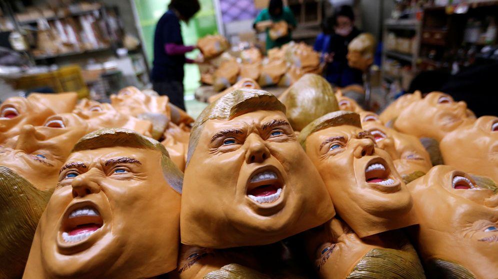 Foto: Varias máscaras con la cara de Donald Trump, presidente electo de Estados Unidos. (Reuters)
