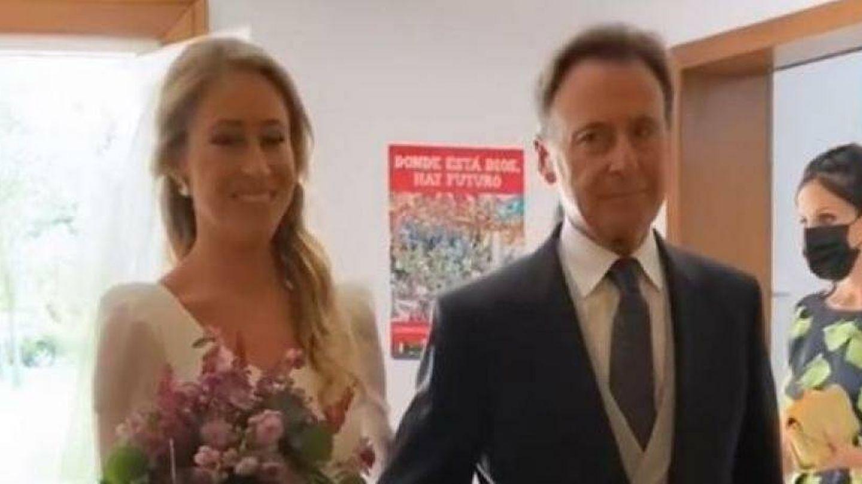 Marta y su padre, Matías Prats, en la boda. (Instagram)