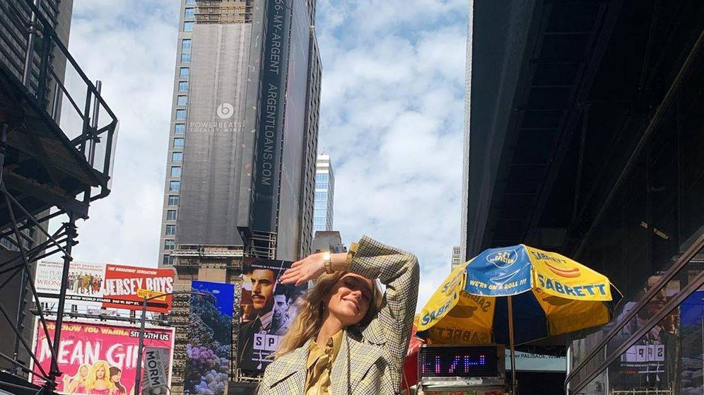 Foto: La influencer danesa Emili Sindlev posa en las calles de la Gran Manzana. (Instagram)
