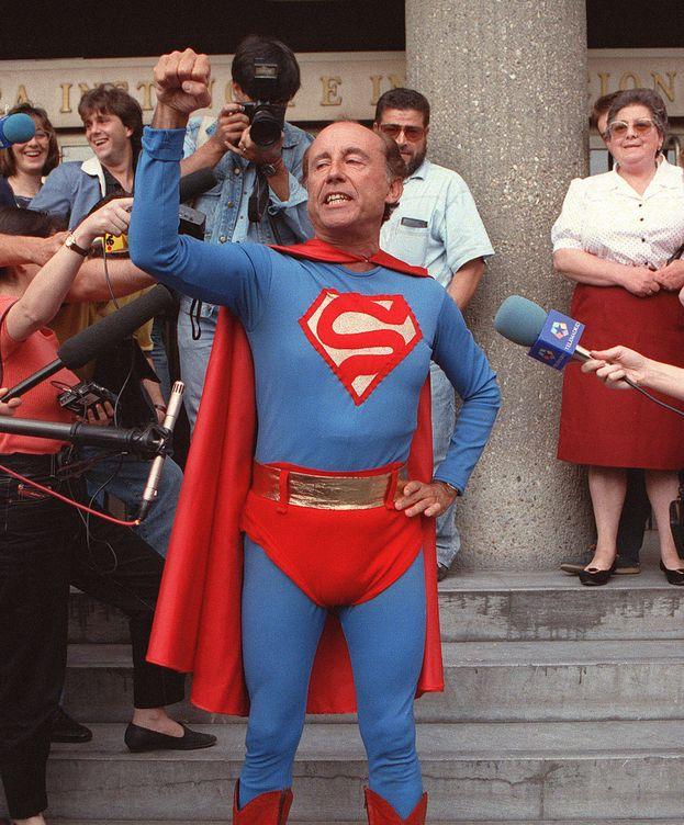 Foto: Ruiz-Mateos a la salida del juzgado en 1992. (EFE)