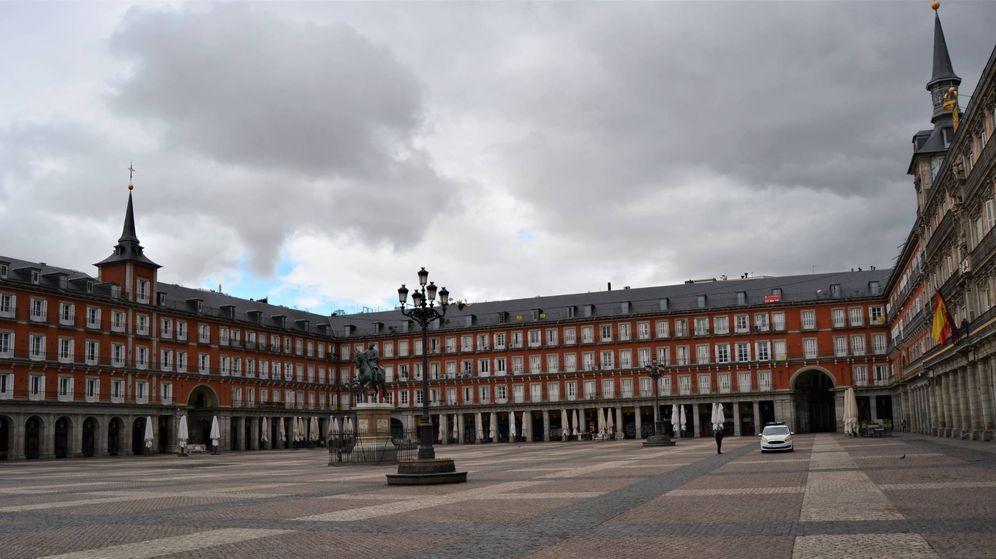 Foto: La plaza Mayor de Madrid, desierta. (Marcos García Rey)