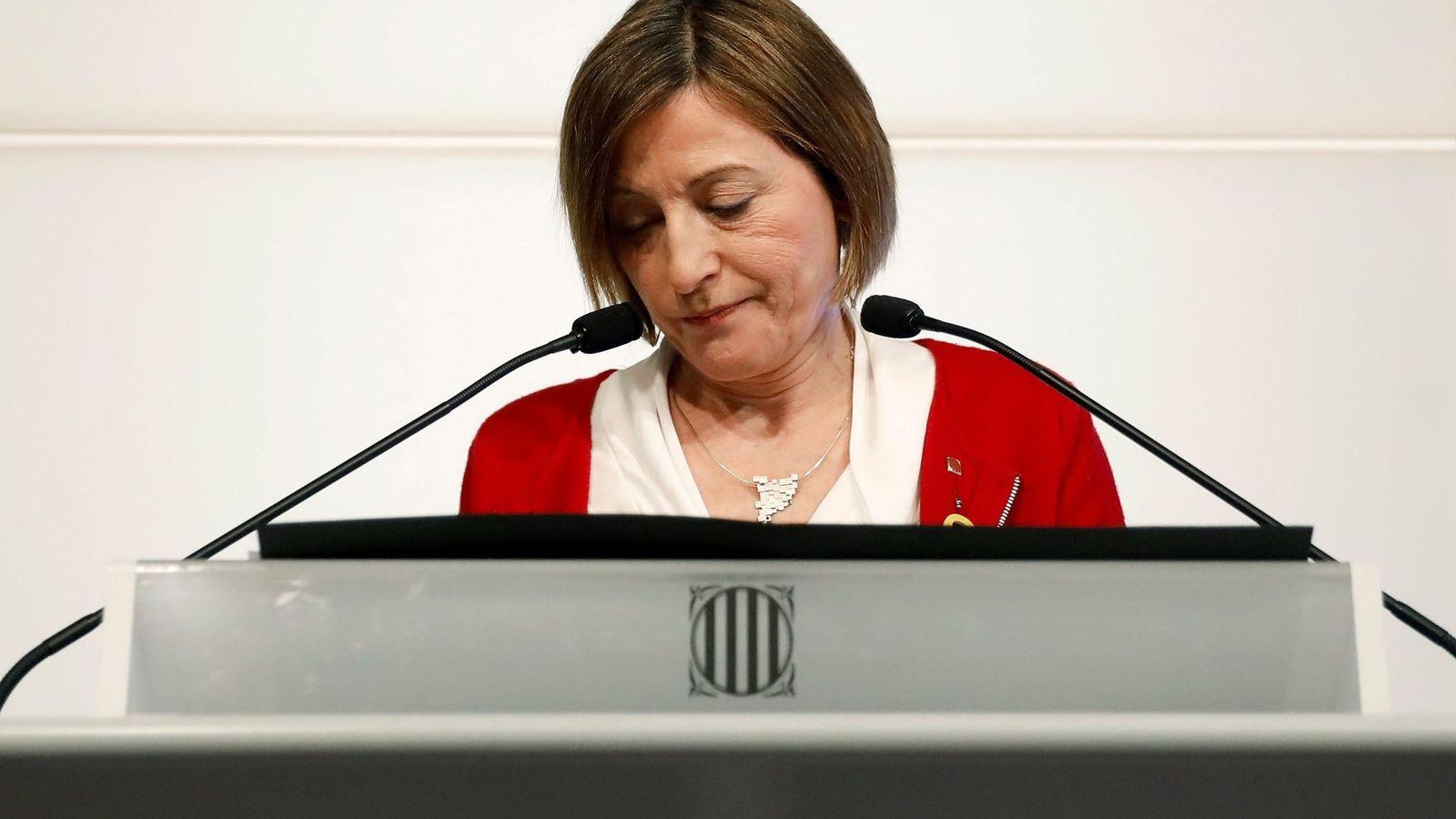 Foto: La presidenta del Parlament, Carme Forcadell, durante la rueda de prensa que ah ofrecido este jueves. (Efe)