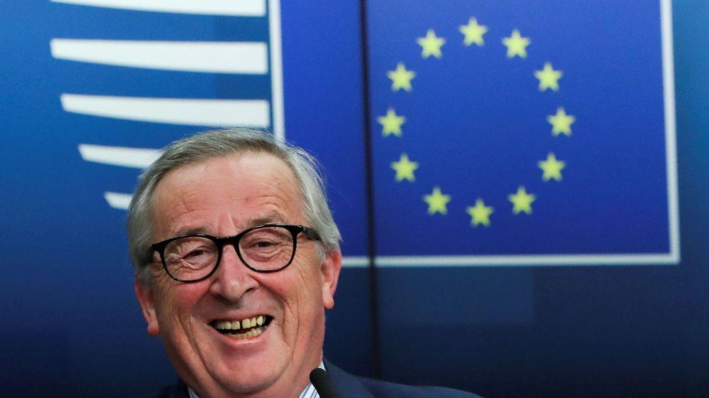 Foto: El presidente de la Comisión Europea Jean-Claude Juncker sonríe durante una rueda de prensa tras la cumbre de la UE en Bruselas el pasado viernes. (Reuters)