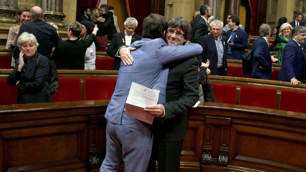 Foto: El Parlament declara la independencia de Cataluña (EFE)