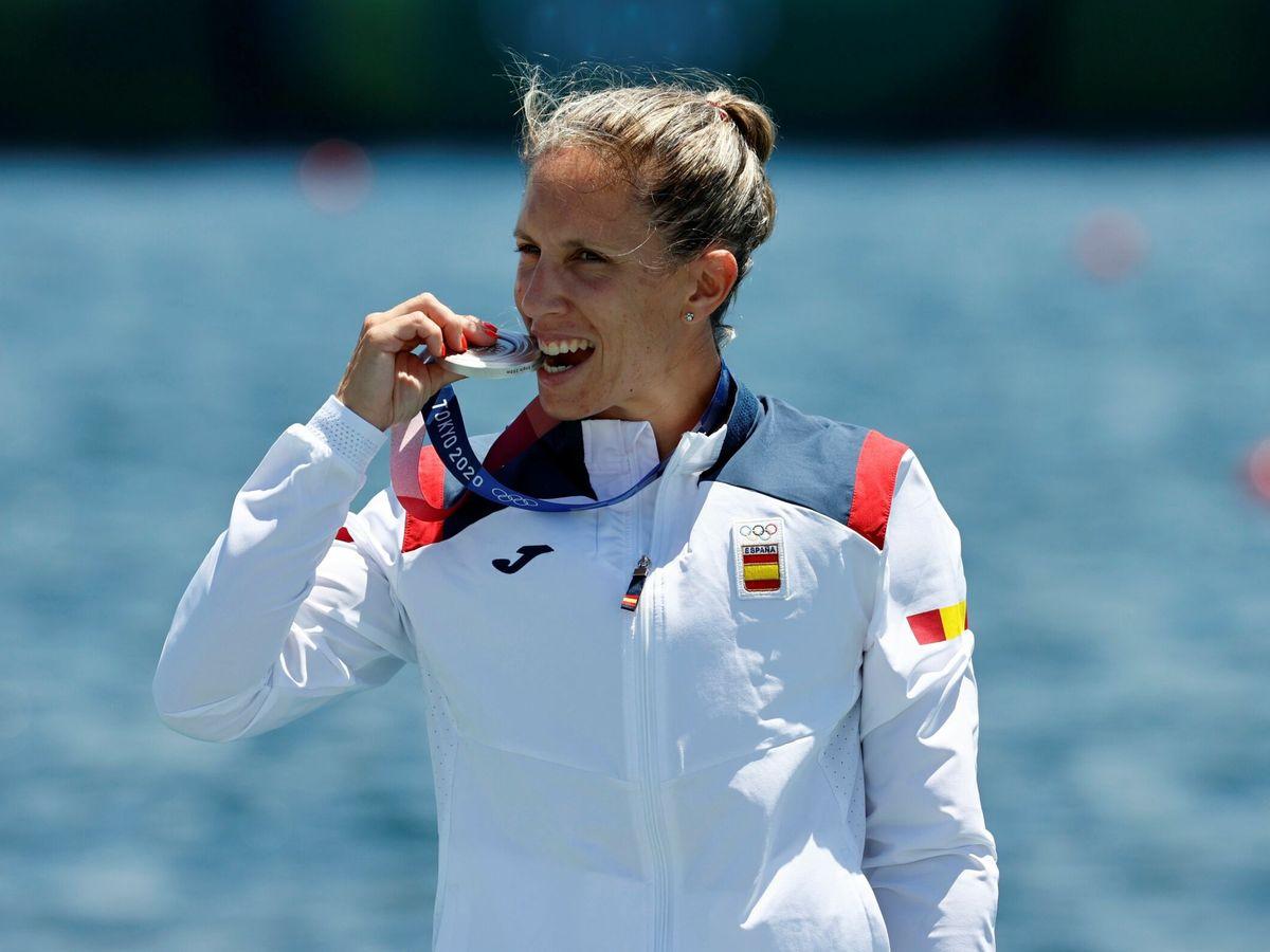 Foto: Teresa Portela de España posa con la medalla de plata. (EFE)