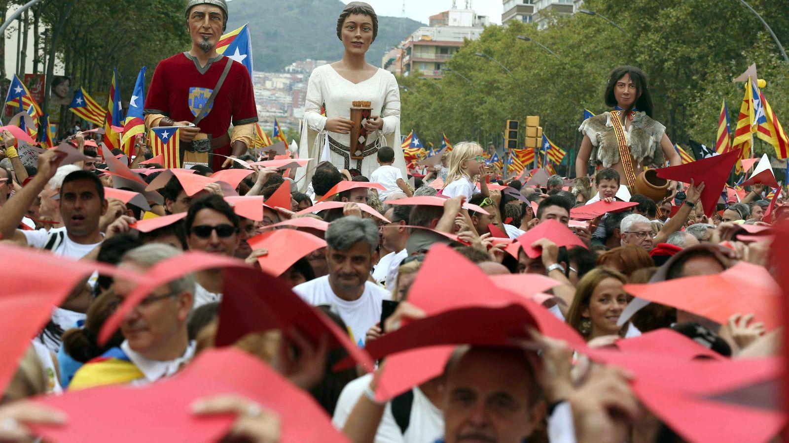 Foto: Manifestantes en la manifestación de la Diada 2015 a la altura de la Meridiana de Barcelona. (EFE)