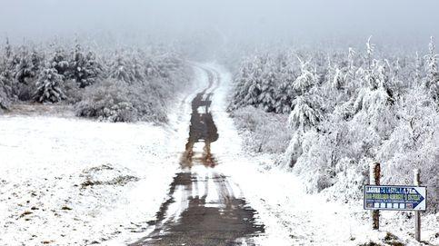 La nieve mantiene cortadas 15 vías secundarias y en 40 se necesitan cadenas
