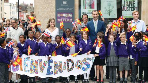 Isabel II recibe a los Reyes de España