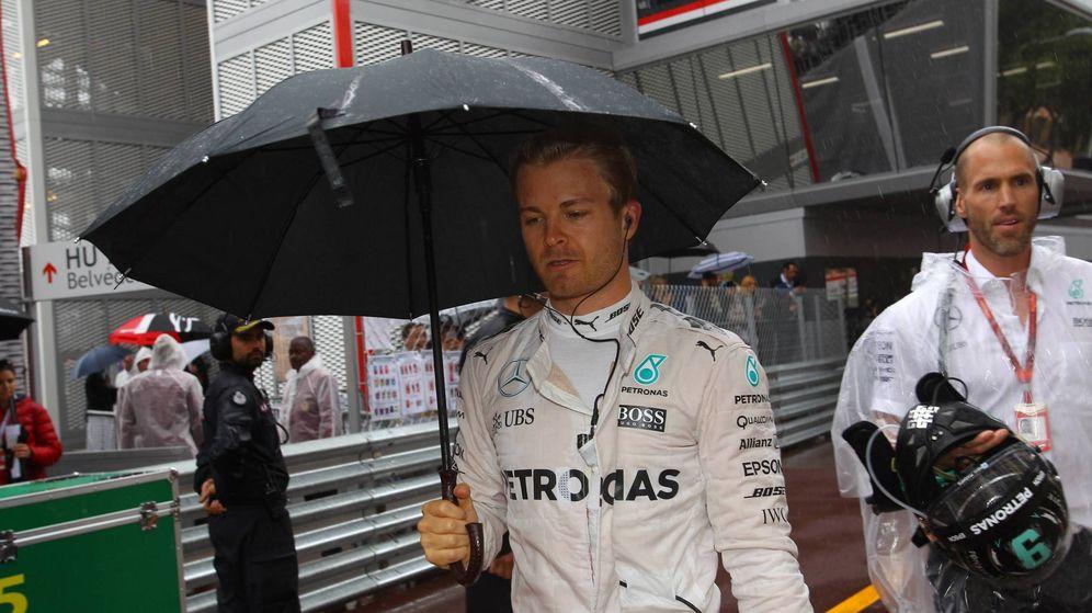 Foto: Nico Rosberg bajo el chaparrón del domingo en Mónaco.