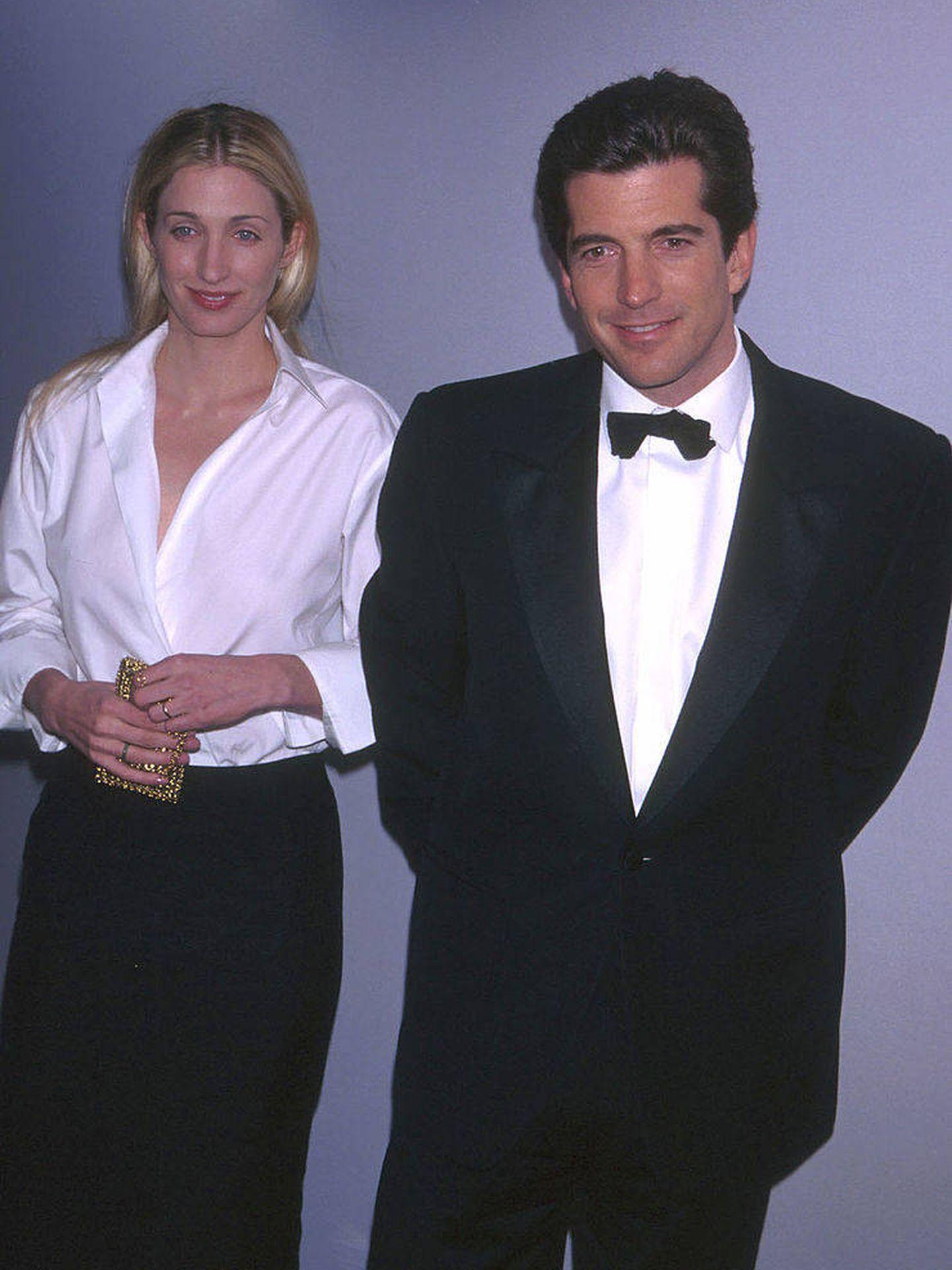 Carolyn Bessette y John John Kennedy, en una imagen de archivo. (Getty)