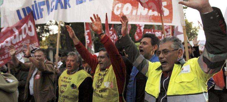 Foto: Manifestación de apoyo a los barrenderos y jardineros de Madrid (EFE)