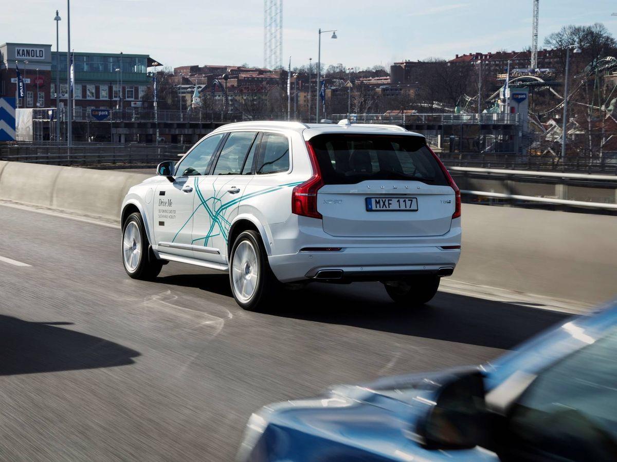 Foto: Una unidad de Volvo Drive Me circula por las calles de Gotemburgo en modo autónomo.