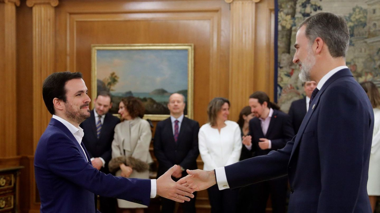 Alberto Garzón, saluda al rey Felipe VI (EFE)