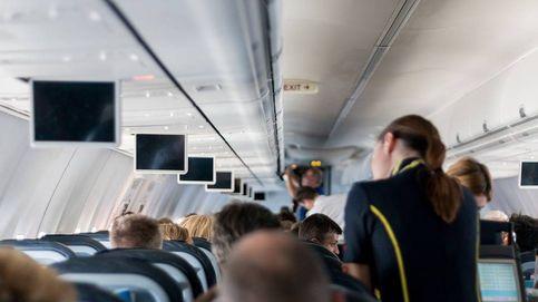 Las técnicas que usan las azafatas para no contagiarse nunca en sus viajes de avión