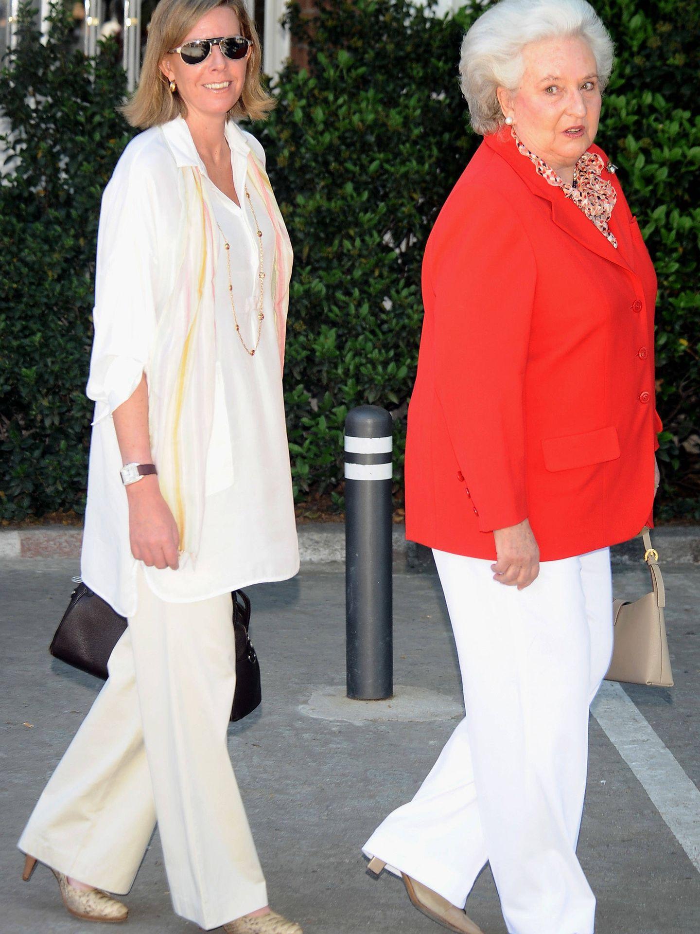 La Infanta junto a su hija, Simoneta Gómez-Acebo. (Getty)