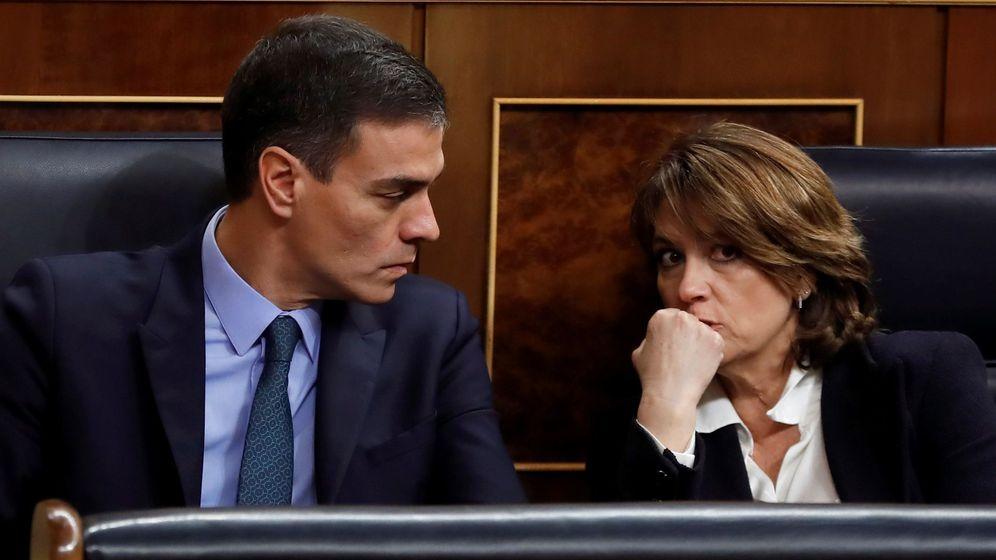 Foto: Fotografía de archivo del presidente del Gobienro, Pedro Sánchez, y la exministra de Justicia Dolores Delgado. (EFE)