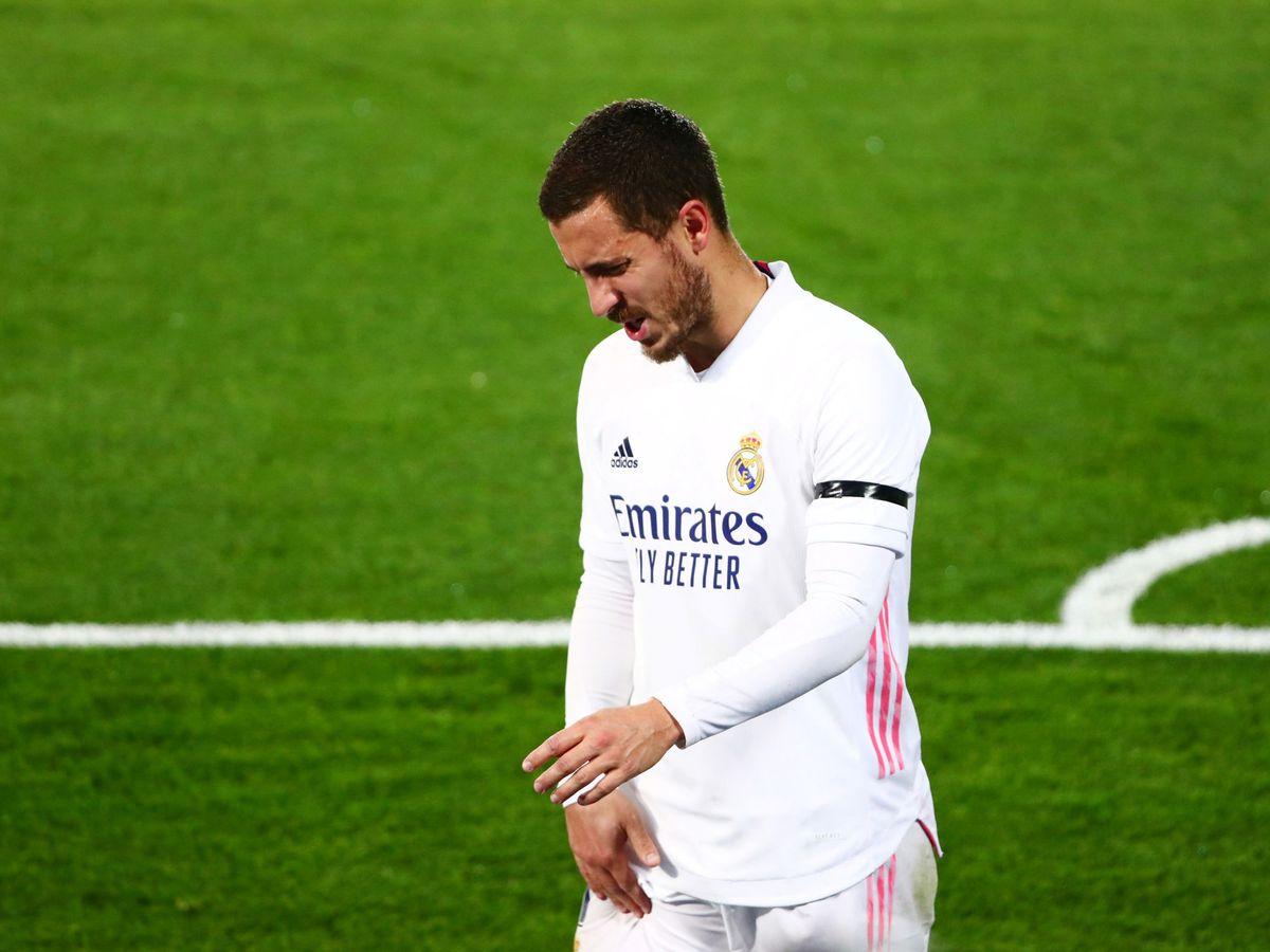 Foto: Eden Hazard se retira lesionado en el partido contra el Alavés. (Efe)