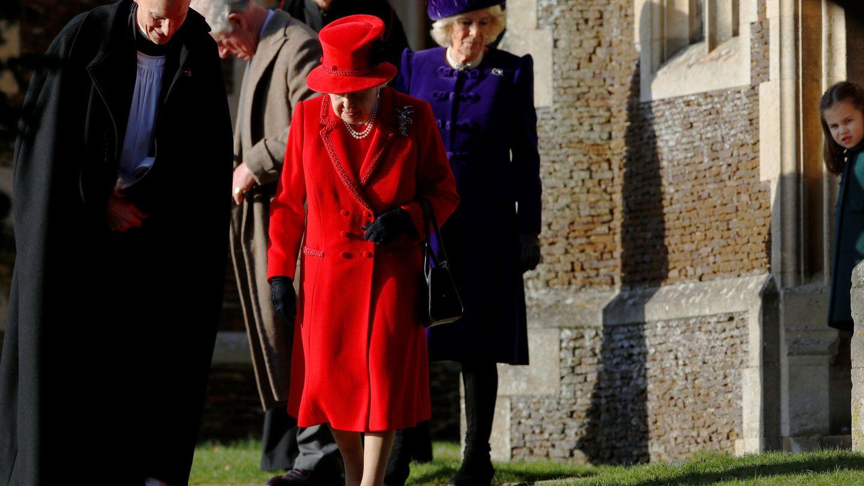 La reina Isabel II, a la salida de la iglesia. (Reuters)