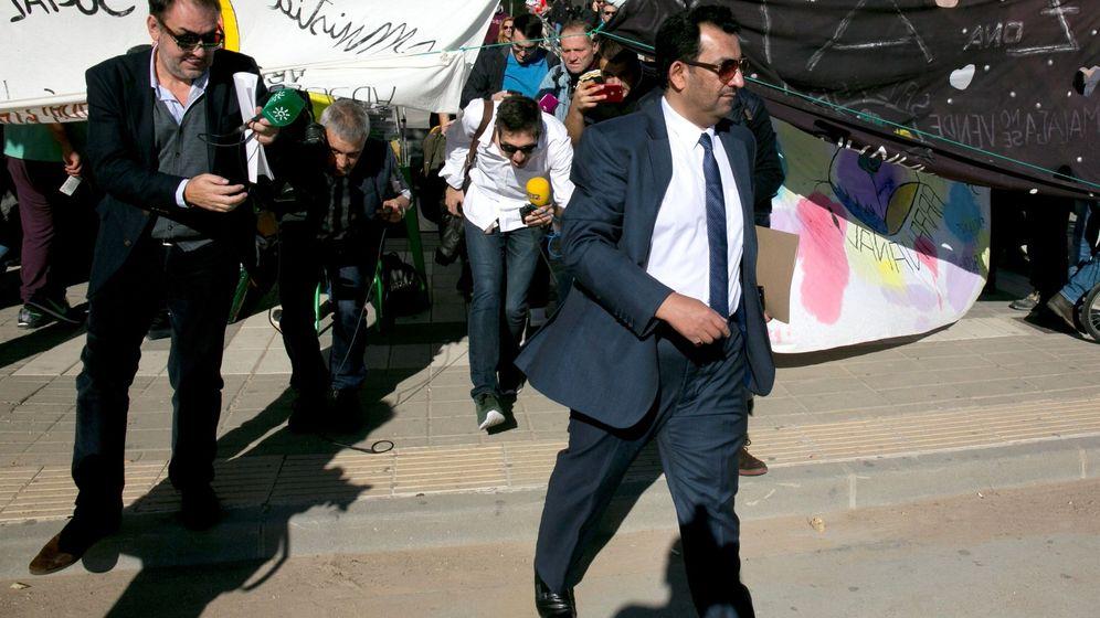 Foto: Abdullah Al Thani, en febrero de 2018, a la salida del Juzgado de Primera Instancia número 12 de Málaga (EFE).
