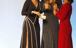 Lourdes Montes y su hermana Sibi se suben con éxito a la pasarela