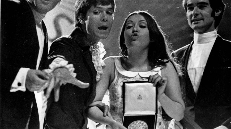 La cantante Massiel tras imponerse como ganadora en Eurovisión en 1968. (Gtres)