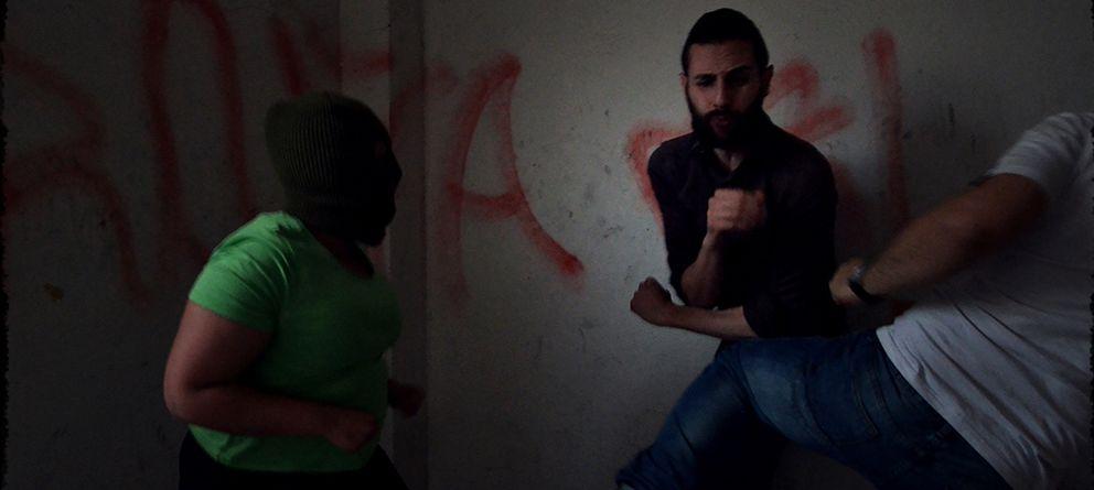 Foto: La última performance del artista judío Omar Jerez: encerrarse con ocho neonazis