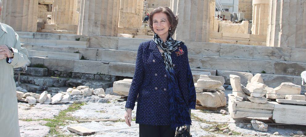 Foto: La Reina doña Sofía en la Acrópolis de Atenas durante un viaje oficial en marzo de 2011 (I.C.)