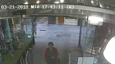 La explosión de cinco arquetas desata el pánico en pleno centro de Sevilla