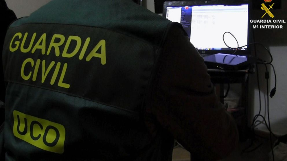 Guardia Civil y FBI detienen a 31 pedófilos por captar 145 niños por internet