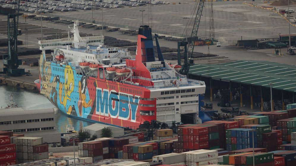 Foto: Vista del 'Moby Dada' atracado en los últimos días para las fuerzas de seguridad españolas. (Reuters)