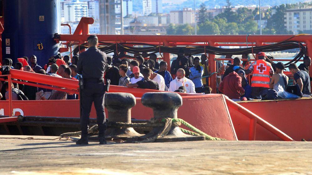 Foto: Una patera llega a Algeciras. (EFE)
