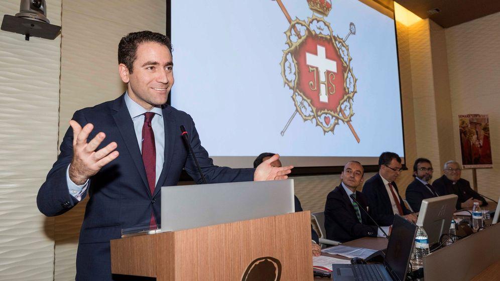 Foto: El secretario general del PP, Teodoro García Egea, interviene en el acto de su nombramiento como pregonero de la Semana Santa 2019 de Murcia. (EFE)