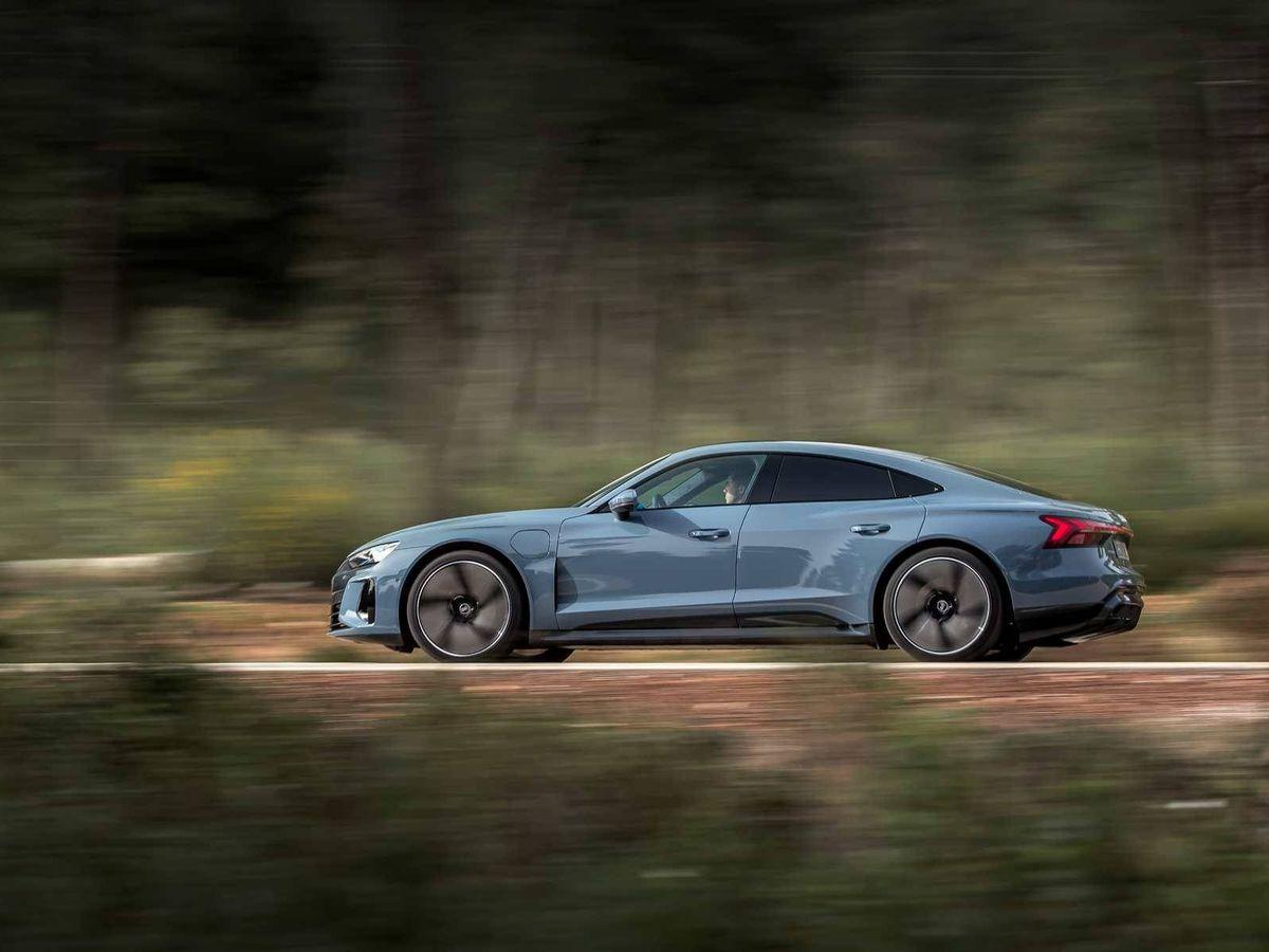Foto: Audi continua con la electrificación de su gama con el e-tron GT, una berlina deportiva impresionante.