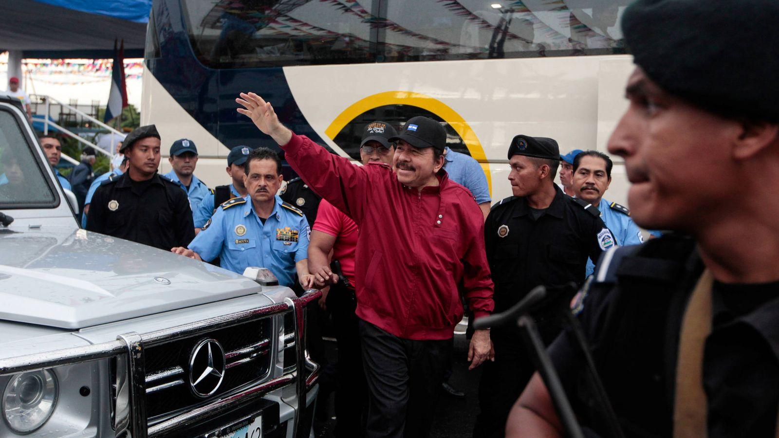"""Foto: El presidente de Nicaragua Daniel Ortega saluda a simpatizantes durante el aniversario de """"Repliegue"""", en Managua. (Reuters)"""