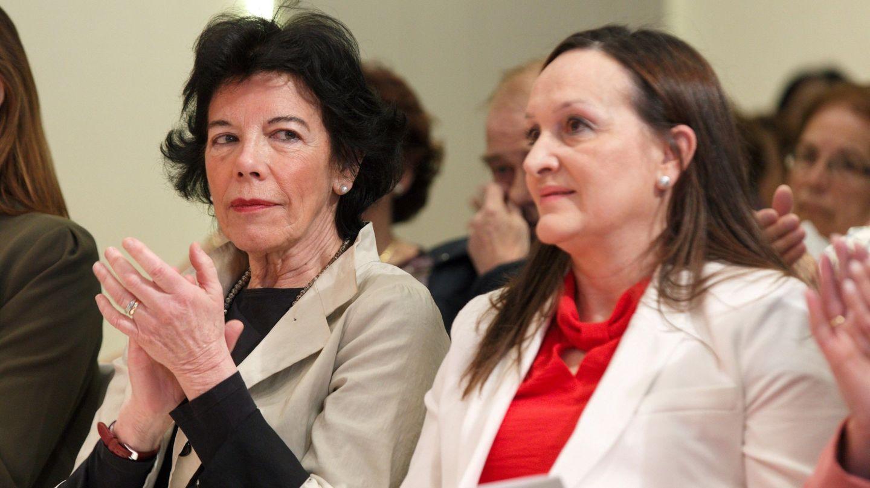 Julia Liberal, junto a la ministra de Educación, Isabel Celaá. (EFE)