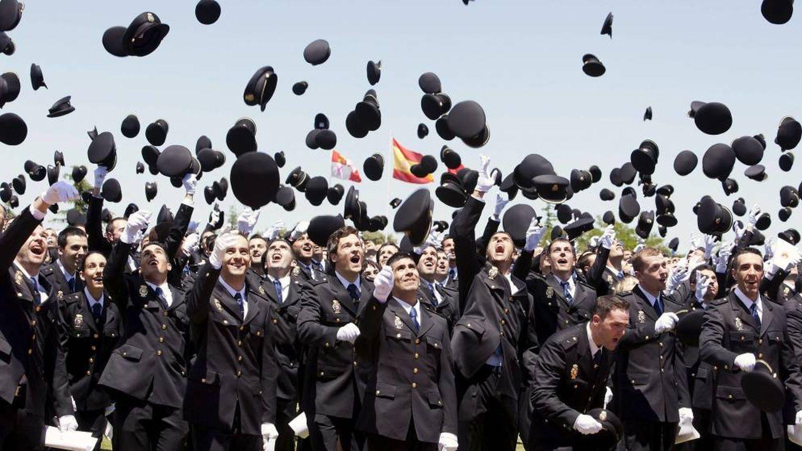 Foto: XXVI Promoción de Ingreso en la Escala Básica de la Policía. (EFE)