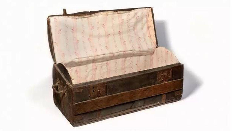 La bolsa de viaje de la reina. (Osenat Auction House)