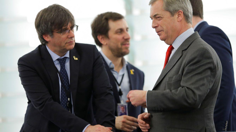 Farage, de Puigdemont: Tratan fatal a los secesionistas, ¿porque son euroescépticos?