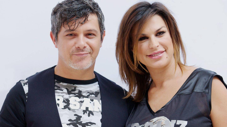 Alejandro Sanz y Raquel Perera, el día que presentaron sus camisetas solidarias. (Getty)