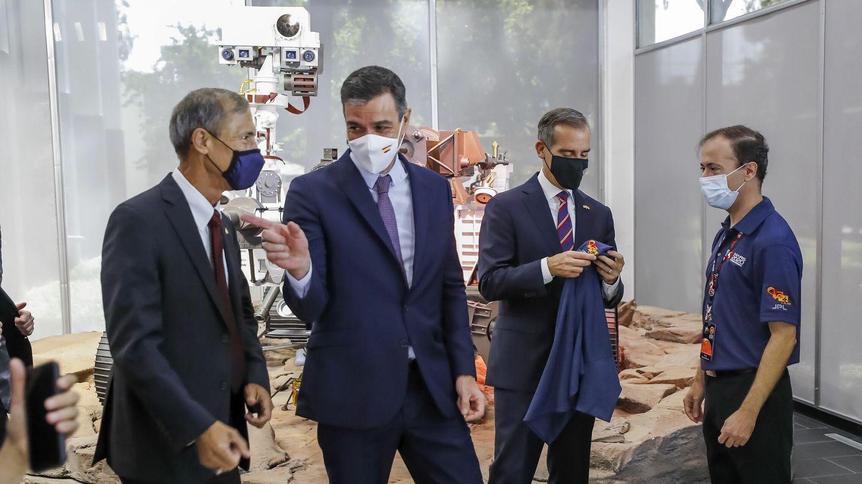 El presidente, Pedro Sánchez, durante su visita al Jet Propulsion Laboratory (JPL) de la NASA. (Reuters)