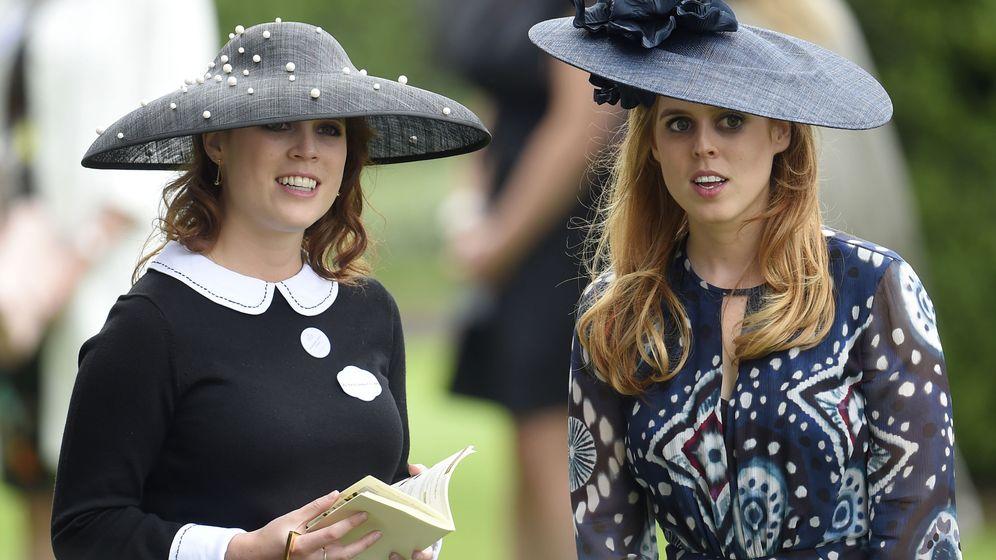 Foto: La princesa Beatriz y la princesa Eugenia, en una imagen de archivo. (Reuters)