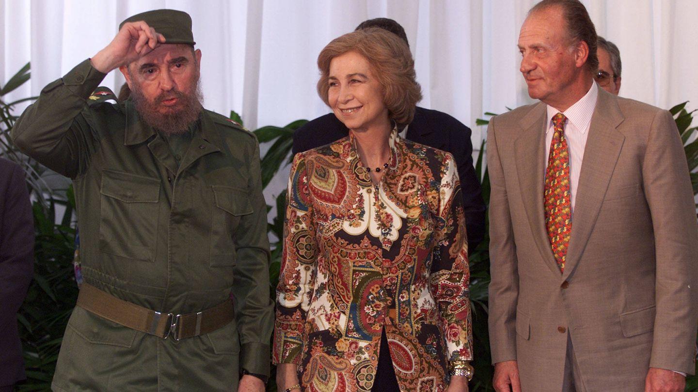 Castro recibe a los Reyes en La Habana en 1999. (Reuters)
