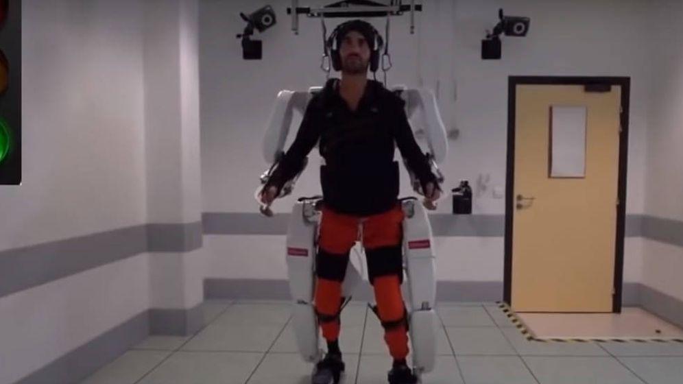 Foto: Thibault, durante la prueba con el exoesqueleto. Foto: Youtube