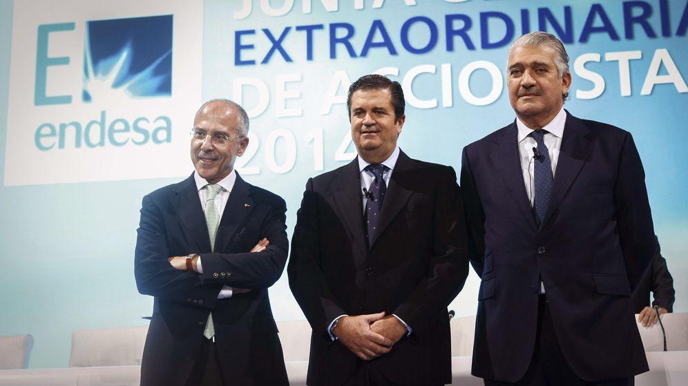 Foto: Fotografía facilitada por Endesa de su presidente, José Bogas (d), junto al vicepresidente, Borja Prado (c), y el consejero delegado de Enel, Francesco Starace. (EFE)
