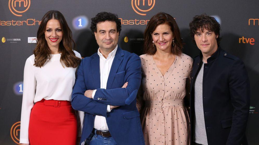 Foto: Eva González y los cocineros Pepe Rodríguez, Samantha Vallejo-Nágera y Jordi Cruz presentan 'Masterchef', en Barcelona. (EFE)