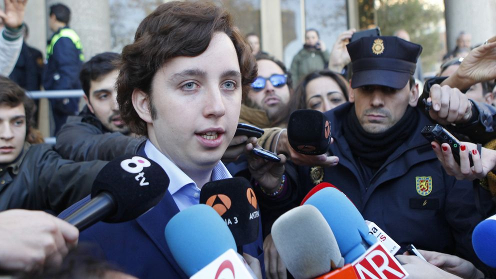 El 'pequeño Nicolás' comparece para conocer la querella del CNI