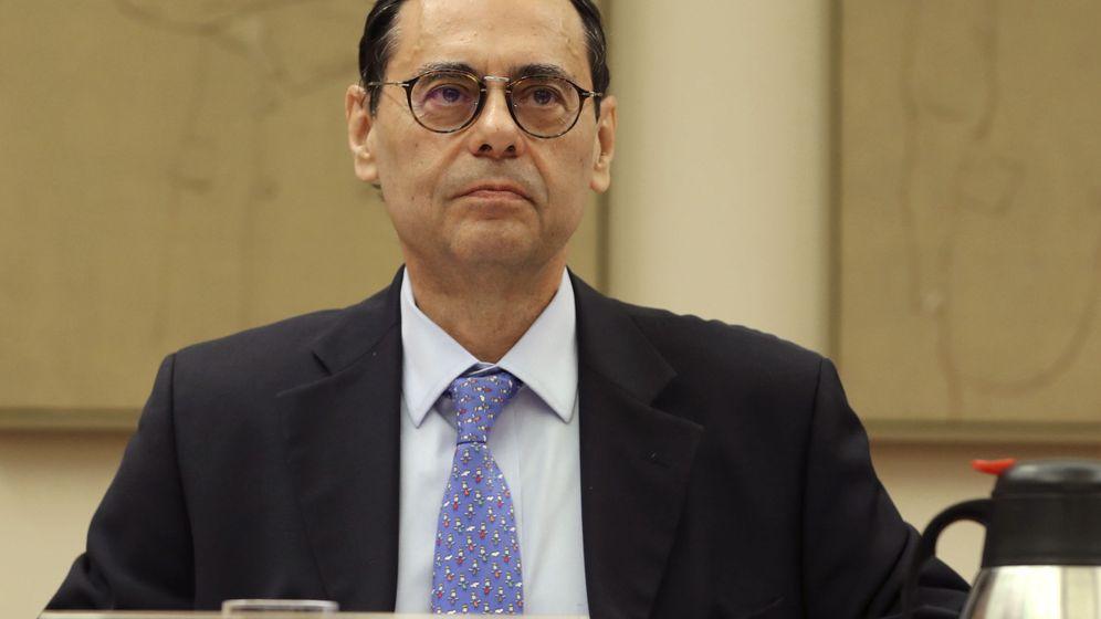Foto: Jaime Caruana, exgobernador del Banco de España, durante su comparecencia en el Congreso. (EFE)