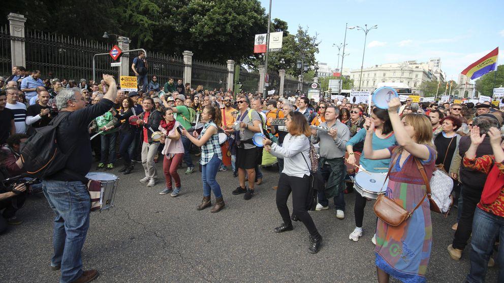 Miles de personas vuelven a las calles de Madrid en el quinto aniversario del 15-M