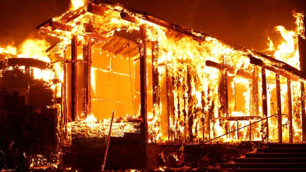 El gobernador de California declara la emergencia estatal por los incendios